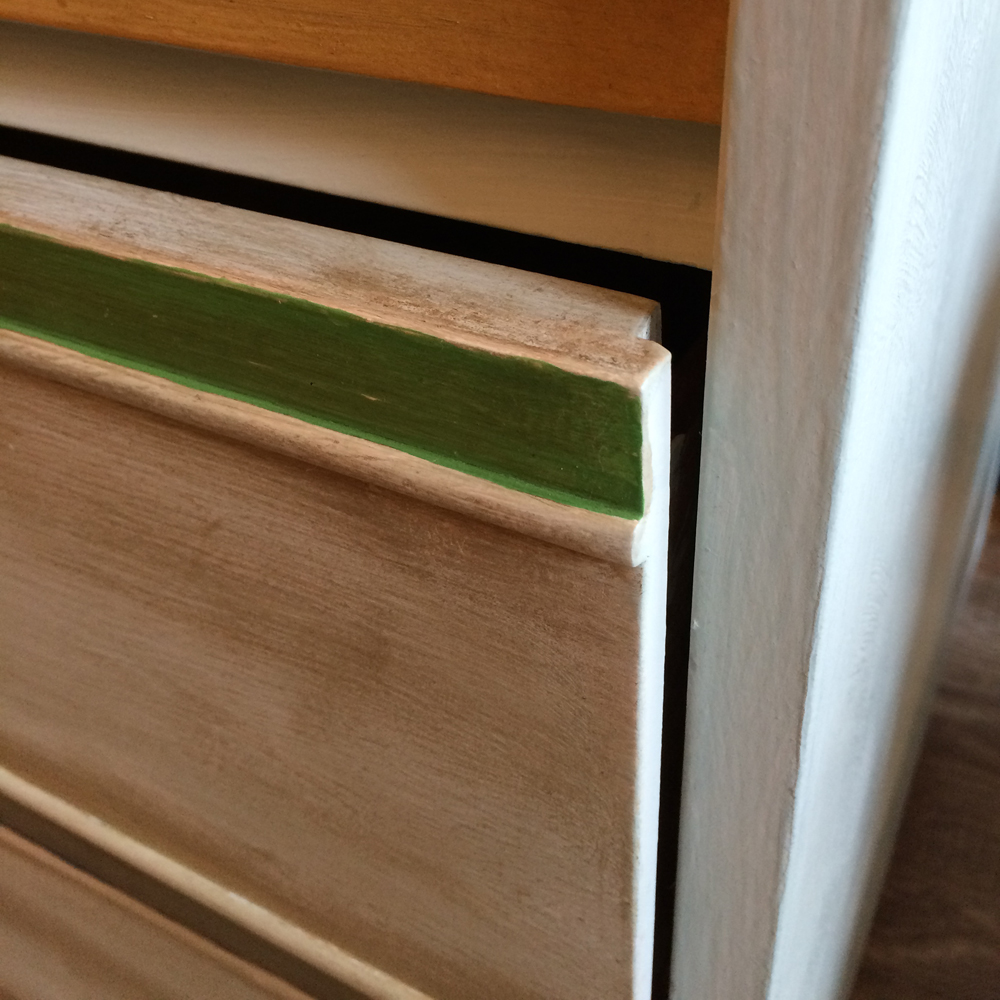 08_Drawer_close_up_small
